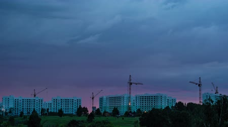çok katlı : TimeLapse. City landscape. The setting sun, beautiful clouds, against the background of residential quarters, tower cranes