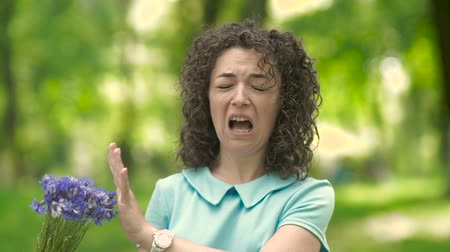 alerji : Beautiful girl with curly hair sneezes. Stok Video