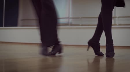 носок : Dancing male and female legs in the dance studio. Mens legs in black shoes. Female legs in black stockings and black heels. Стоковые видеозаписи