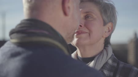 admiracion : Portrait of senior woman face close near face of senior man. Senior couple talk to each other and look into eyes with love, tender and passion. Archivo de Video