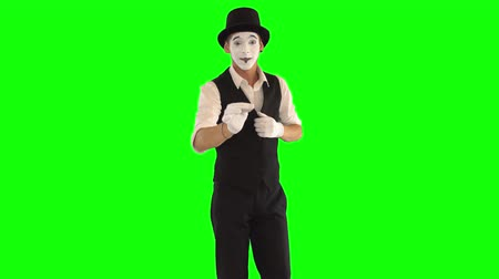 acteur : Funny cute male mime with white face in white and black clothes doing performance. One actor performing show on green background. Chromakey