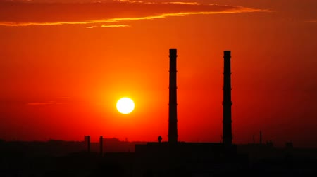 дымоход : Time lapse sunset and industrial zone silhouette