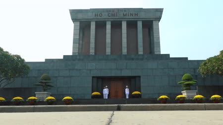 heroes square : HANOI - DECEMBER 5, 2016: Changing of the guard at the Ho Chi Minh Mausoleum on december 5, 2016 in Hanoi, Vietnam. Time lapse. Full HD stock footage. Stock Footage