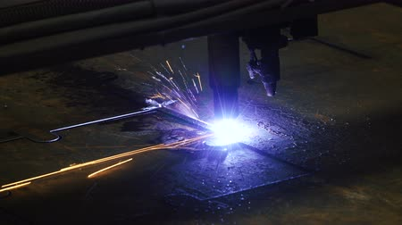 плазма : Cut sheet metal with Plasma cutter. Modern tool in heavy industry. Manufacture of reinforced concrete structures.