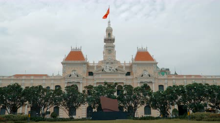 sosyalizm : HO CHI MINH - DECEMBER 15, 2017: The City Hall of Ho Chi Minh city on december 15, 2017 in Ho Chi Minh, Vietnam.