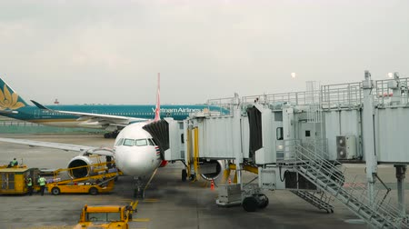 lapát : HO CHI MINH - JANUARY 05, 2018: Aircraft service of AirAsia airplane service at Ho Chi Minh city international airport on january 05, 2018 in Ho Chi Minh city, Vietnam.
