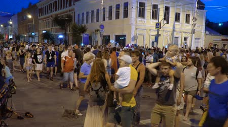 fan fest : SAMARA - JULY 02, 2018: Football fans on the night streets after Brazil - Mexico game at World Cup 2018 at night on July 02, 2018 in Samara, Russia. Stock Footage