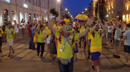 Уругвай : SAMARA - JUNE 28, 2018: Colombia football fans celebrating the victory of the Colombian team at the World Cup 2018 at night on June 28, 2018 in Samara, Russia. Стоковые видеозаписи