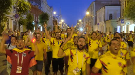 fan fest : SAMARA - JUNE 28, 2018: Colombia football fans celebrating the victory of the Colombian team at the World Cup 2018 at night on June 28, 2018 in Samara, Russia. Stock Footage