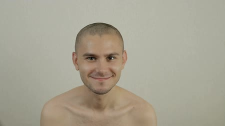 humanóide : Portrait of a young smiling bald man looking to the camera. A guy who goes to the army.