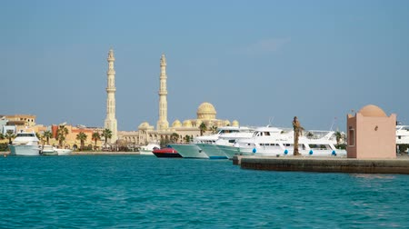 dockyard : HURGHADA - NOVEMBER 21, 2017: View at El Mina Masjid Mosque from Marina Bay in Hurghada on november 21, 2017 in Hurghada, Egypt. Stock Footage