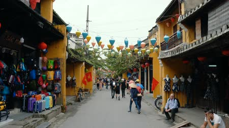 hoi an : HOI AN, VIETNAM - DECEMBER 29, 2018: Popular vietnam destination - Hoi An - beautiful town with ancient architecture. Hoi An is the Worlds Cultural heritage site. Stock Footage