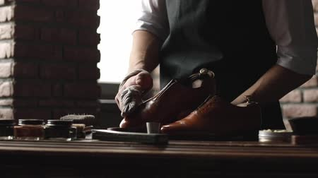 hoof : Shoe shop. Shoes master polishes boots Stock Footage