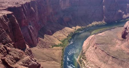 konie : Horseshoe Bend is a famous meander on river Colorado near the town of Page. Arizona, USA. Wideo
