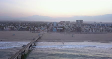 letadlo : Early morning aerial sunrise view of the Venice beach in Los Angeles, USA.