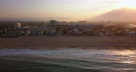 вертолет : Early morning aerial sunrise view of the Venice beach in Los Angeles, USA.