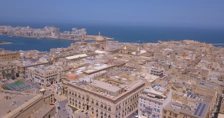 Мальта : Aerial panorama of Ancient capital city of Valletta Malta. Island Country of Europe in the Mediterranean Sea. Стоковые видеозаписи