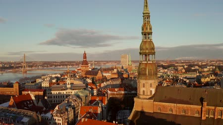 lotyšsko : Beautiful aerial view of the Riga old town during sunset or sunrise during sunny winter day in Latvia. Amazing Riga.
