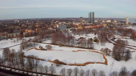 capitello : Panoramic aerial view of Riga old town during winter Christmas day in Latvia Filmati Stock