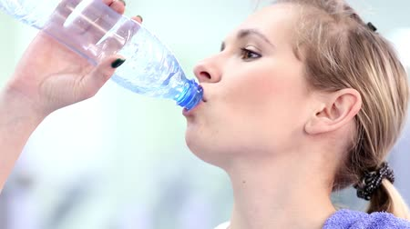 atleta : Gym work out young women,Young  beauty woman exercising at a gym(drinking water) Stock Footage