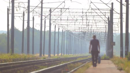 прожектор : The movement of trains by rail in the countryside. East European Railway.