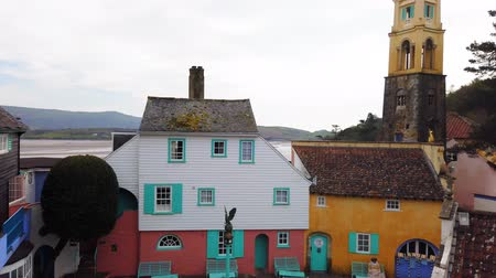 bretanha : View over Portmeirion Village, an Italian style village in North Wales.