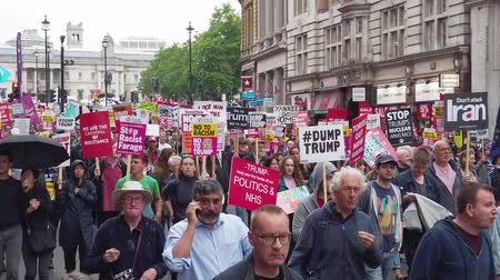 rewolucja : LONDON, UK - June 4th 2019: Large crowds of protesters gather in central London to demonstrate against President Trumps state visit to the UK