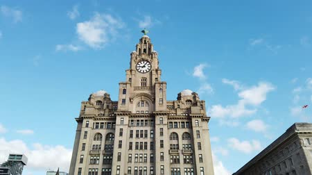 zegar : Liverpool, UK - October 30 2019: Motion timelapse of the iconic Royal Liver Building in Liverpool, UK