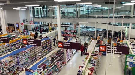 consumo : LONDON, UK - February 28th 2020: High angle view overlooking the aisles of a sainsburys supermarket