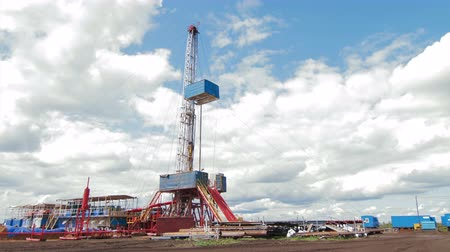 çetele : Timelapse clouds over drilling rig Stok Video