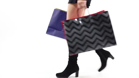 bolsa : Female shopper with high boots walking with shopping bags