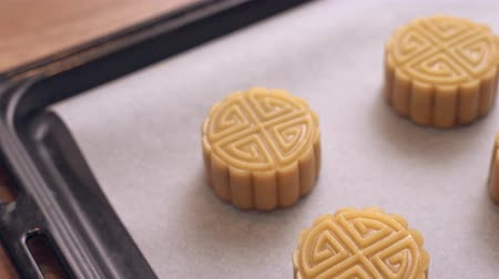 リニア : Homemade cantonese moon cake pastry on baking tray before baking for traditional festival, close up, truck left.