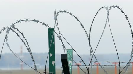 farpa : Airport barbed wire security fence Stock Footage