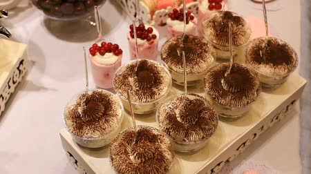 sarıcı : cake.Candy Bar Wedding, candy buffet. Stok Video