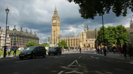 buckingham palace : Parliament Square Garden and Big Ben, London, United Kingdom