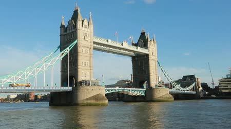 ancorare : Daylight Establishing Shot London Iconic Landmark Tower Bridge.
