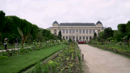 Botanical garden in Paris. The exterior of the Gallery of Evolution Stok Video