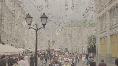 anlamlı : Nikolskaya street is a significant touristic place in the heart of Moscow Stok Video