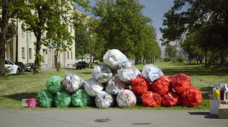 пожертвование : mobile receiving point of waste recycling. environmental movement RAZdelniy sbor