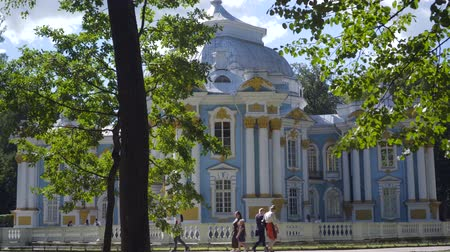 pozlacený : Walking to Pavilion Hermitage on artificial island in Alexandrovsky Park