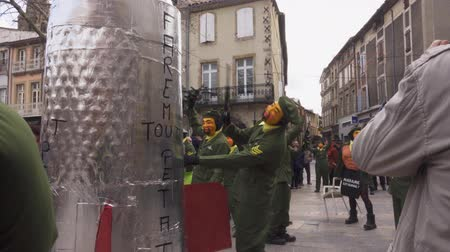 caricatura : Limoux Carnival. Defile of participants in masks.