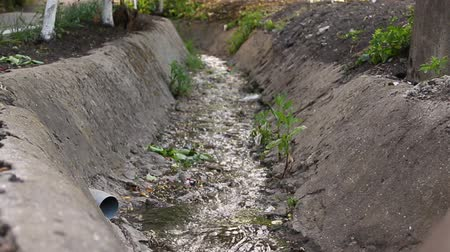 binário : Sewage from the sewer. Waste water flow to sewer with bad water from city, water pollution, sewer drain pipe dirt sewage water drain to wastewater treatment.