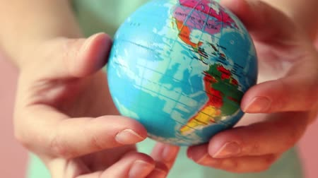 reutilizável : Pollution concept. Global warming and plastic emissions. Female hand holds planet earth ball Stock Footage