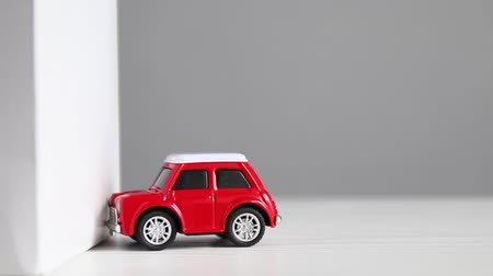 naufrágio : Red model toy car crashes against the wall. Crash or crash test concept.