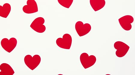 słoneczko : Red paper heart shape decor on a white background, top view. Valentines Day Greetings Wideo