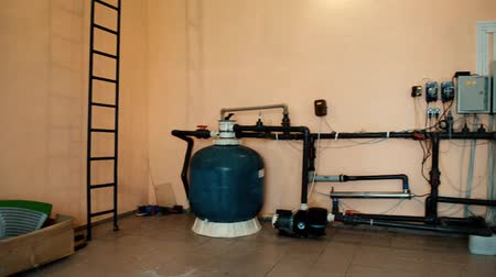 Filtering pumping equipment for indoor swimming pool in technical room Stock mozgókép