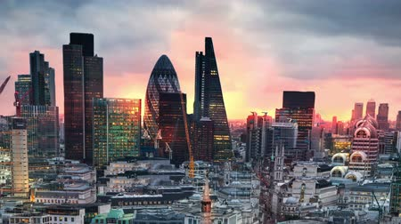 margem do rio : London, sunset. City of London view business and banking aria Stock Footage