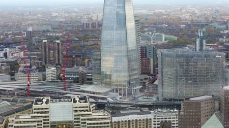 fachada : LONDON, UK - NOVEMBER 4, 2015: City of London panorama includes London bridge train station, Shard of glass and office building. View from the 35 floor Vídeos