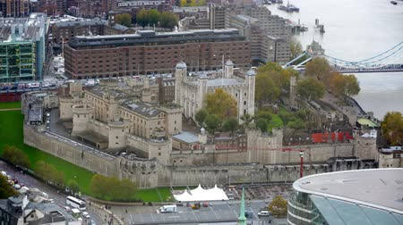 LONDON, UK - NOVEMBER 4, 2015: View of the Tower of  London from the 35 floor Vídeos