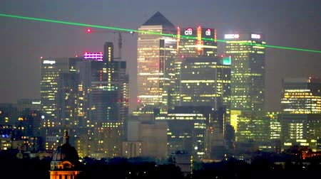 paisagem urbana : LONDON, UK - OCTOBER 31, 2015: Canary Wharf night view with painted hall and Royal chapel Vídeos